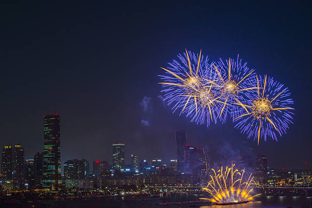 fireworks festival and building - hope - fotografias e filmes do acervo