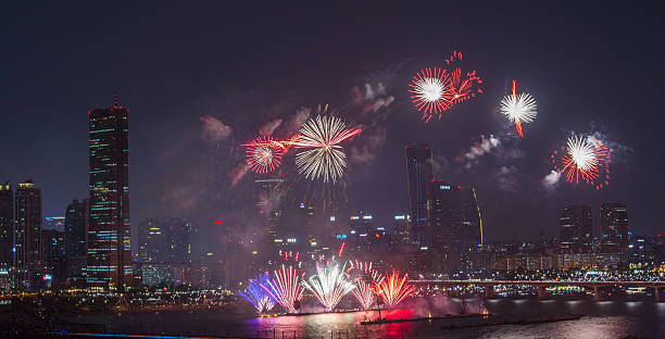 fireworks festival and building3 - hope - fotografias e filmes do acervo