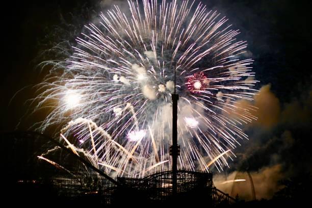 feux d'artifice à montréal - josianne toubeix photos et images de collection