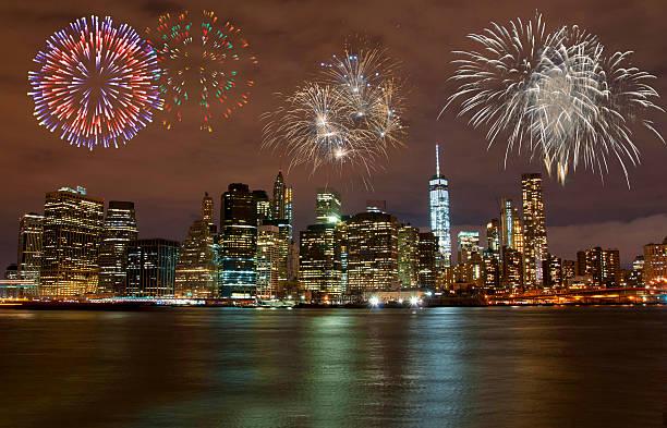 feuerwerk in new york city - new york new year stock-fotos und bilder
