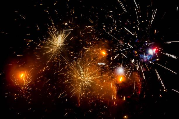 fireworks in the sky - happy 4th of july zdjęcia i obrazy z banku zdjęć