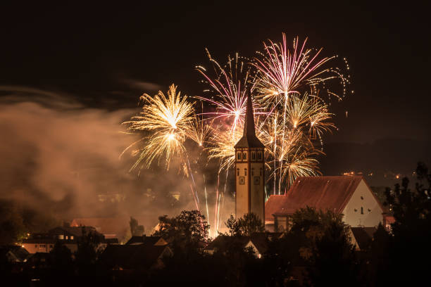 Fireworks over a city Fireworks over a city pyrotechnic effects stock pictures, royalty-free photos & images