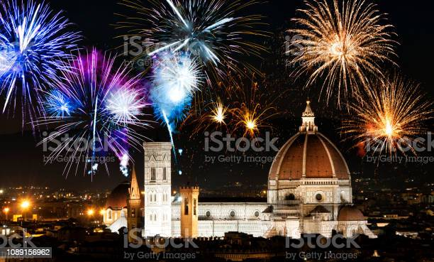Fireworks over florence duomo tuscany italy picture id1089156962?b=1&k=6&m=1089156962&s=612x612&h=bqztnvfouwedsehdgkjamgl dvi40aulzuxqg0f5qhg=