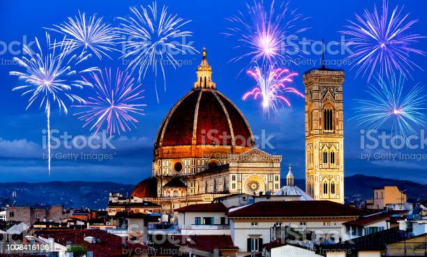 Fireworks over florence skyline tuscany italy picture id1008416136?b=1&k=6&m=1008416136&s=612x612&h=jf9amgludl8bj0dfny6enwiherybyp1dtwejl0 ovua=