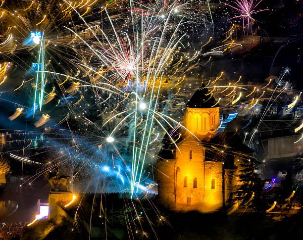 Feuerwerk über Metekhi Kirche – Foto