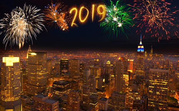 2019 feuerwerk über new york city, usa - new york new year stock-fotos und bilder