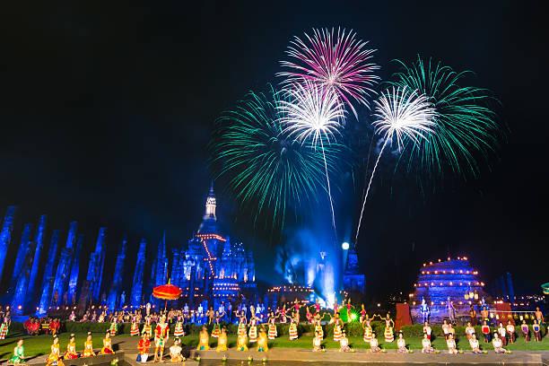 fogos de artifício - sukhothai - fotografias e filmes do acervo