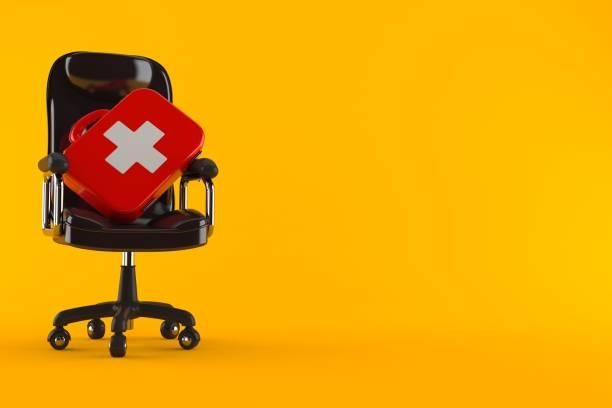 första hjälpen-kit på företag stol - arbetssäkerhet bildbanksfoton och bilder