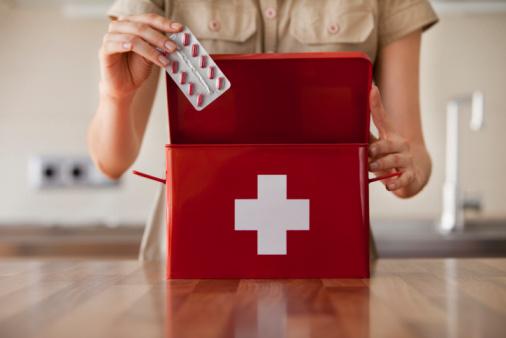 First Aid Kit Stockfoto en meer beelden van 20-29 jaar