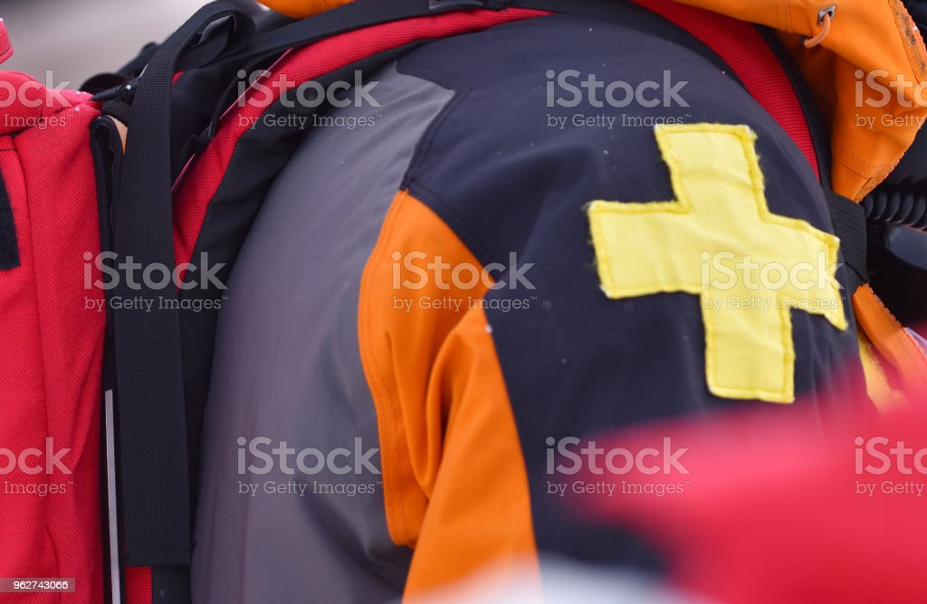First aid ski patrol - Foto stock royalty-free di Ambientazione esterna