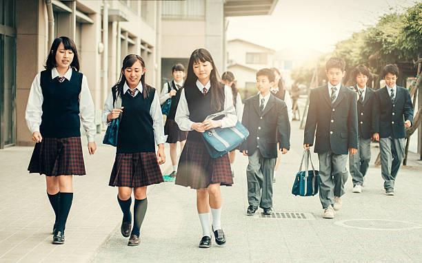 初登校日に日本 - 中学校 ストックフォトと画像