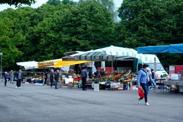Erster Tag des Straßenmarktes nach Lockdown – Foto