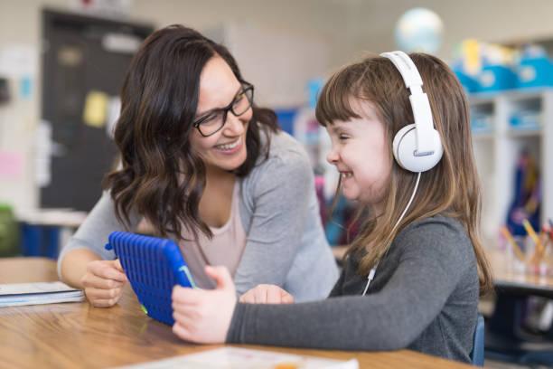 first graders in the classroom - indywidualność zdjęcia i obrazy z banku zdjęć