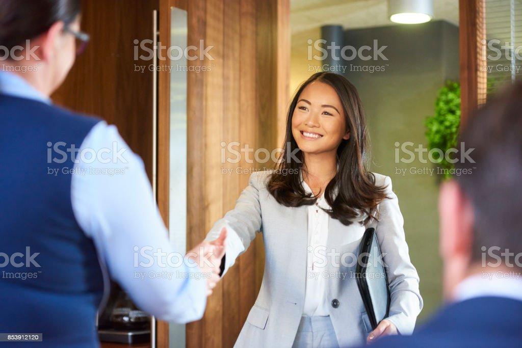 der erste Eindruck bei ihrem Vorstellungsgespräch – Foto