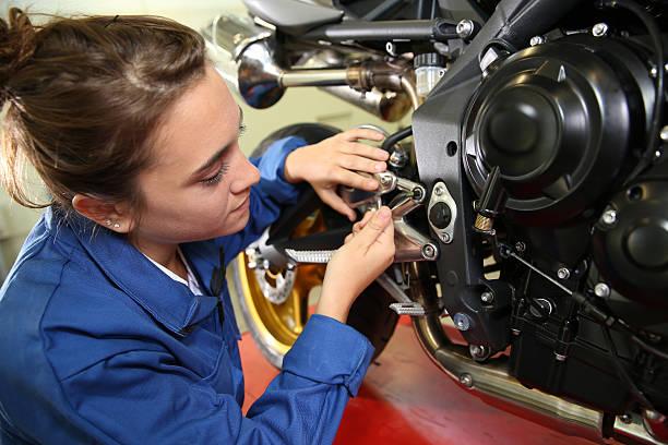 Erste Lektion des Mechanik auf Motorrad – Foto