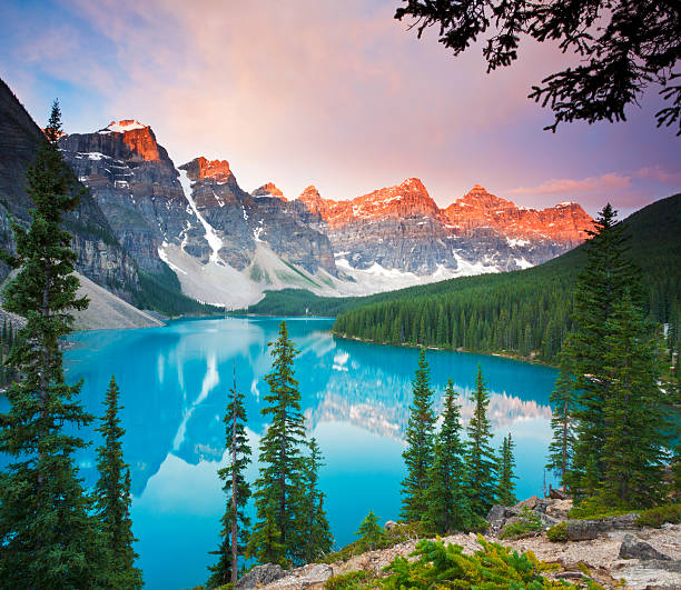 First Light at Moraine Lake Sunrise at Moraine Lake in Banff National Park, Alberta, Canada. valley of the ten peaks stock pictures, royalty-free photos & images