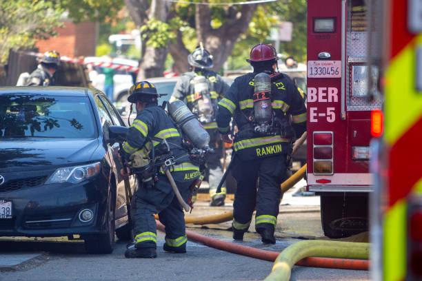 first responders attempting to extinguish a residential fire - first responders zdjęcia i obrazy z banku zdjęć