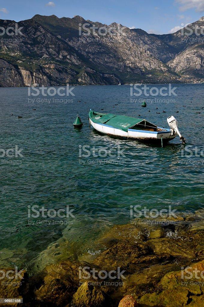 Fischerboot auf einem See royalty-free stock photo