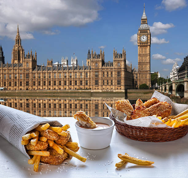 fish and chips gegen big ben in london, england - kartoffelturm stock-fotos und bilder