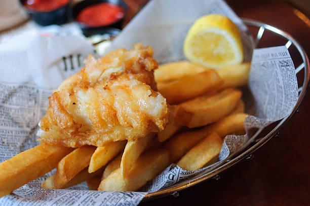 peixe e batata chips - frito - fotografias e filmes do acervo
