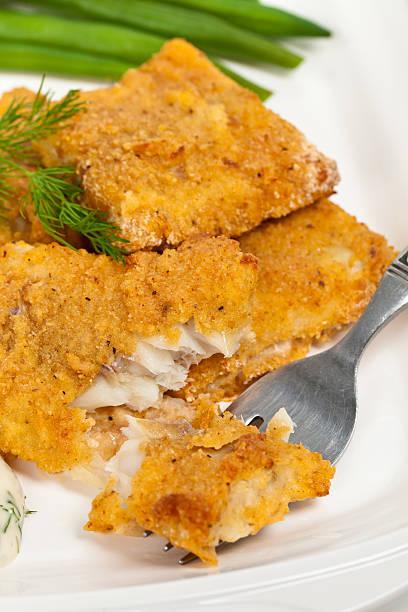 рыбное блюдо - жареный стоковые фото и изображения