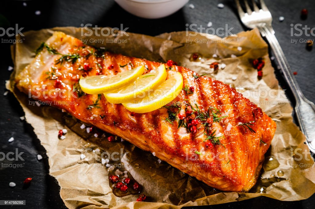 Fischgericht - Lachs Steak und Gemüse – Foto