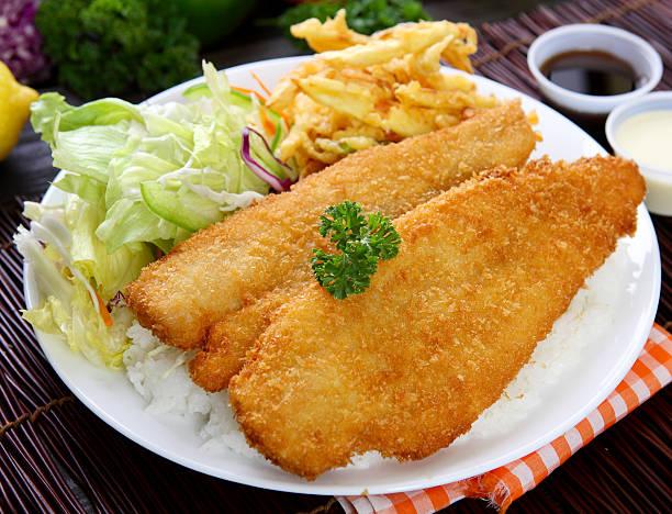 pesce katsu - pangrattato preparazione degli alimenti foto e immagini stock
