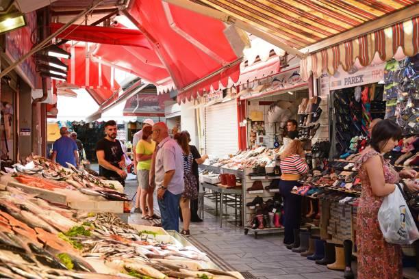 los pescados mercado, heraklion, creta. - pez sierra fotografías e imágenes de stock