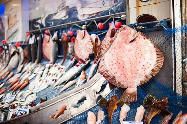 mercado de pescado en istanbul - rodaballo fotografías e imágenes de stock