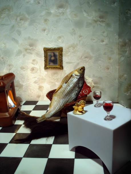 fische, die ruhe in den sessel vor dem kamin mit einem glas wein - kunst 1. klasse stock-fotos und bilder