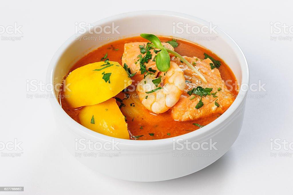 Fish soup with salmon, shrimps and potato – Foto