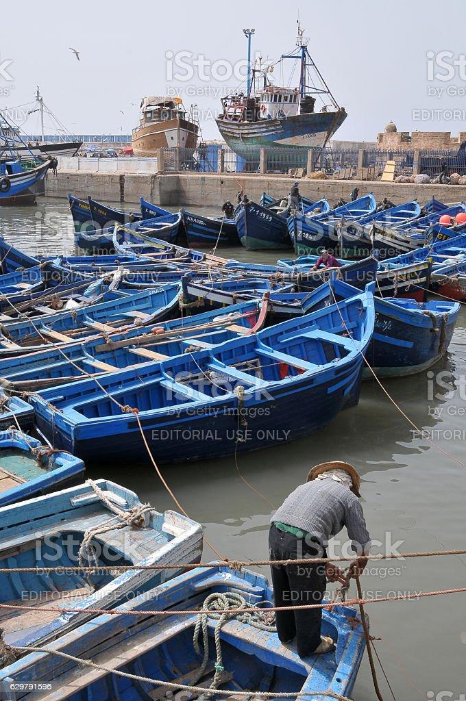 Fisherman and port of Essaouira - foto de stock