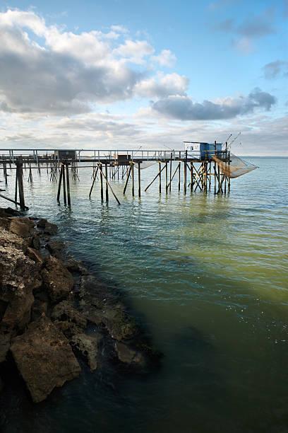 Cabina de pesca en el mar - foto de stock