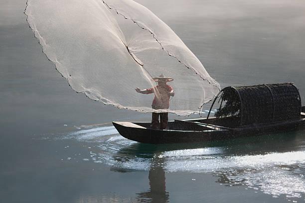 Fischer casting Netz auf den Fluss – Foto