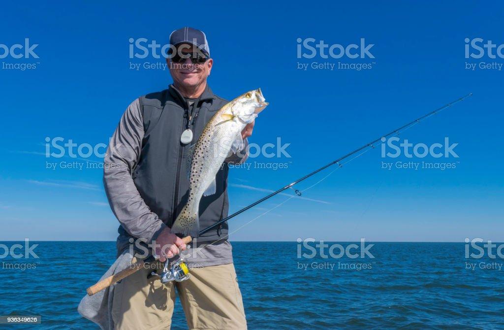 Pêcheur Holding gros poissons - Photo