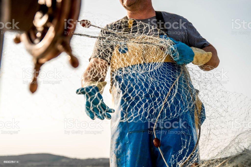 Pescador no trabalho - foto de acervo