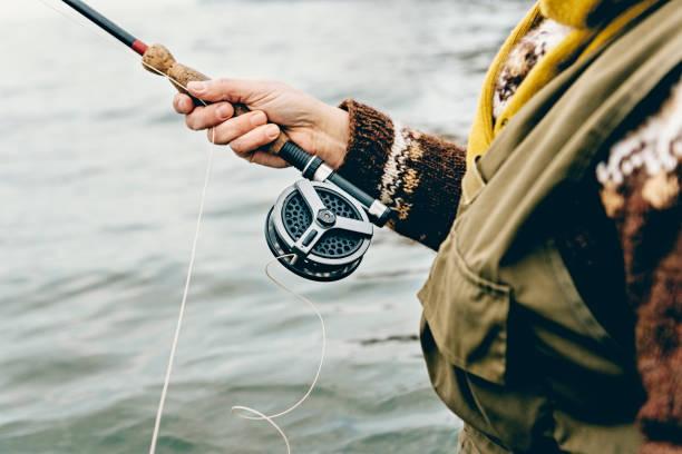 Binden einer Fliege auf ihre Linie Fischer – Foto