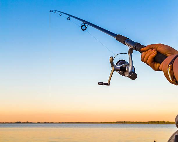 Fischer mit einer Angelrute – Foto