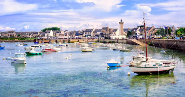 Bateaux de pêcheurs dans le port de Roscoff, Bretagne, France - Photo