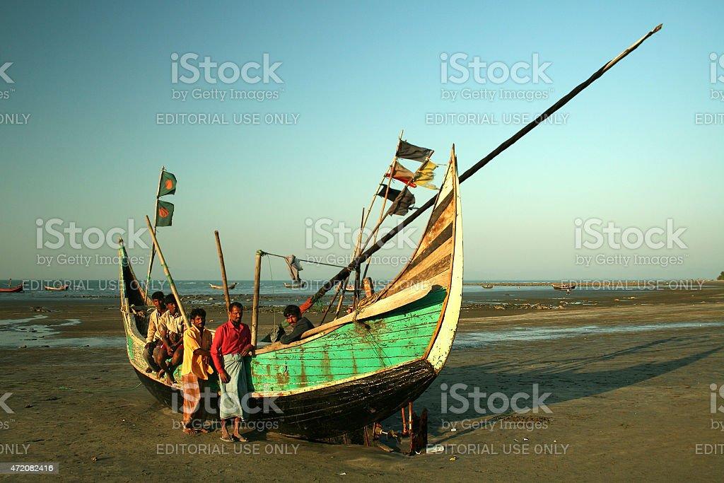 Los pescadores y el bote - foto de stock