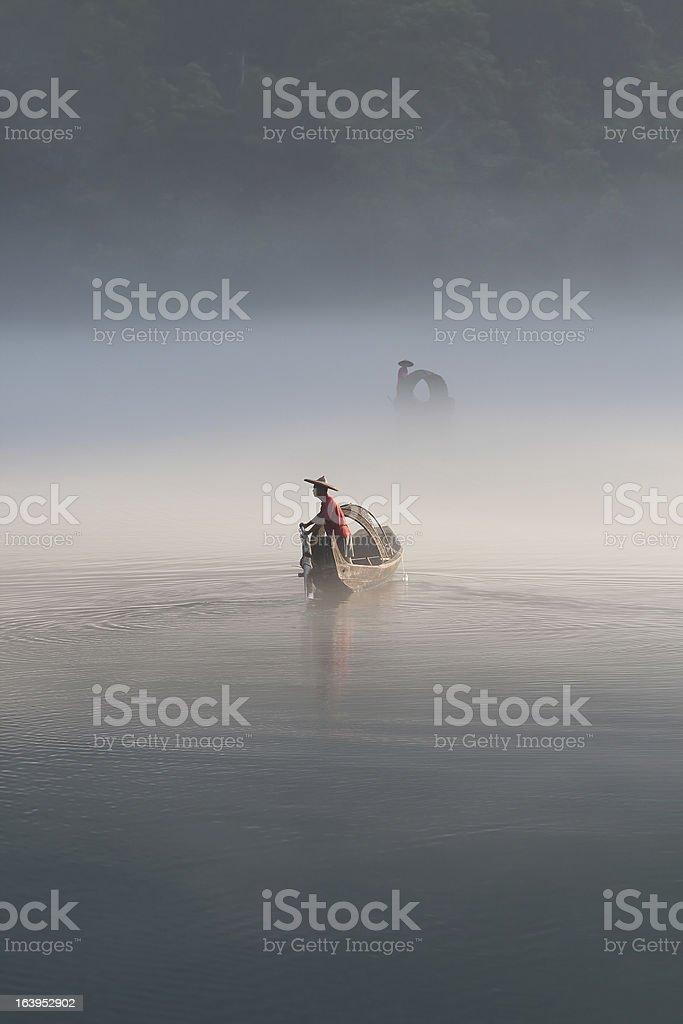 Fischer im Nebel die Zubereitung von Fisch – Foto