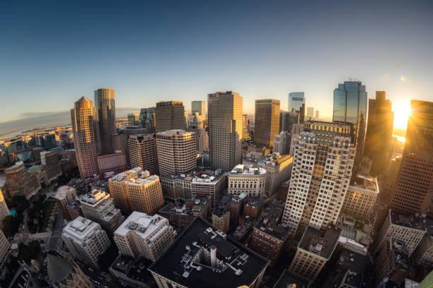 fisheye uitzicht op de skyline van boston - boston massachusetts stockfoto's en -beelden