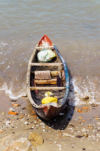 angeln aboat - angelkoffer stock-fotos und bilder