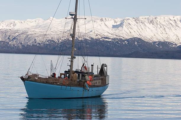 fischerboot 1 - heilbutt stock-fotos und bilder