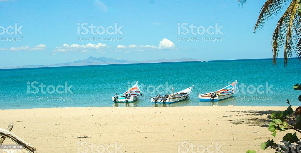 foto de fishing boat anchored at a bech in margarita venezuela e