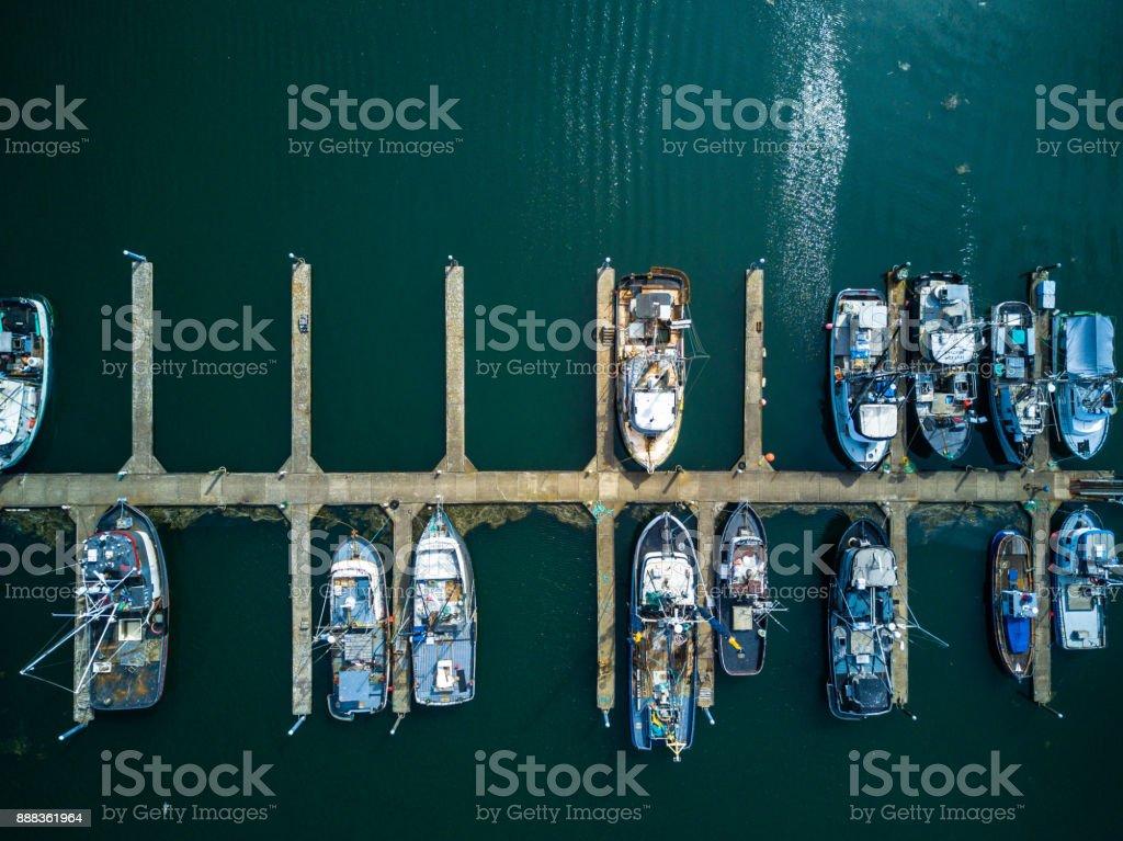 Pesca de barco Marina de diretamente acima - foto de acervo