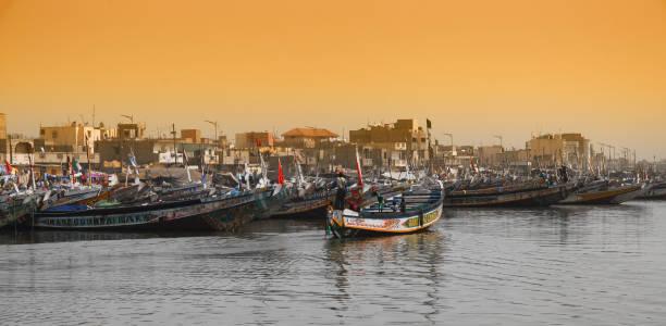 fishing boats in the senegal, called pirogue or piragua or piraga - st louis стоковые фото и изображения