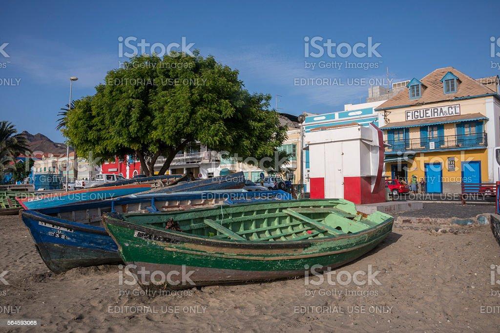 Fishing boats on a beach in Mindelo - foto de stock