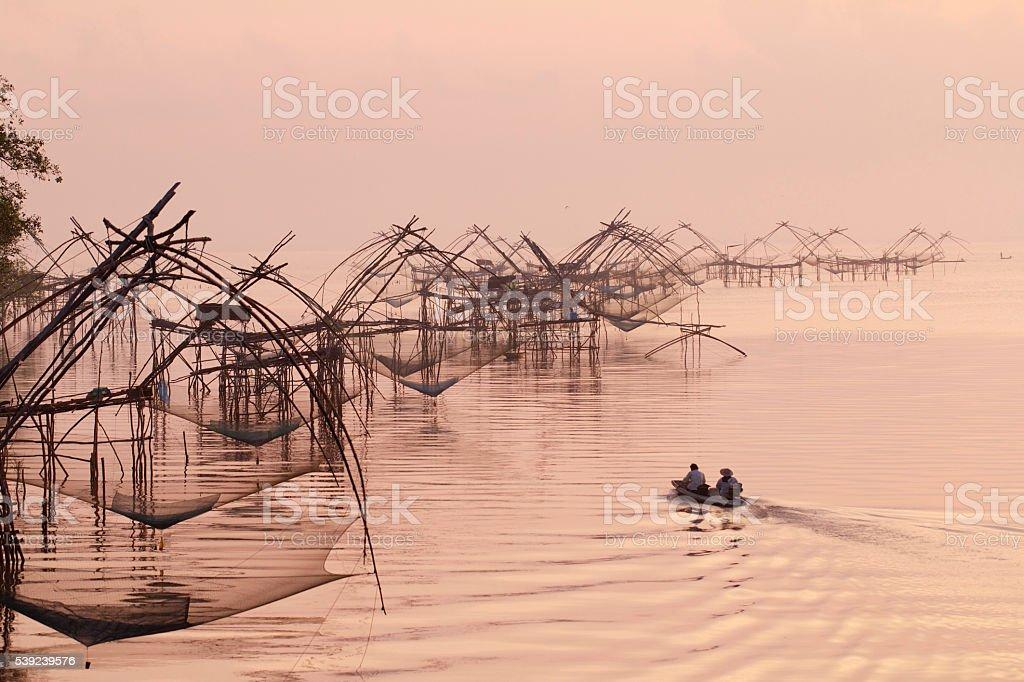 Pescar en el lago de los NET foto de stock libre de derechos