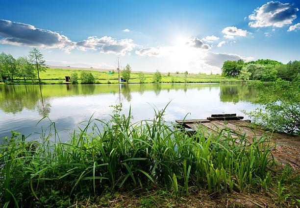 Quai de pêche sur le fleuve - Photo